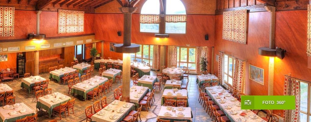 Amplio comedor preparado para acoger a 300 personas